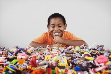 kid-eating-candy